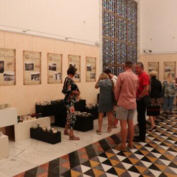 """Fotocrtica: Otvorena izložba šalica Udruge """"Vali"""""""
